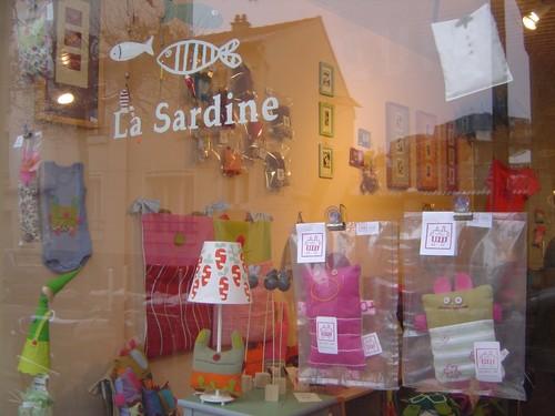 http://pascommelesautres.cowblog.fr/images/boutiquelasardine.jpg